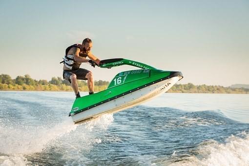 ジェットスキーの免許(特殊小型船舶)を取得する値段は?難しいの?